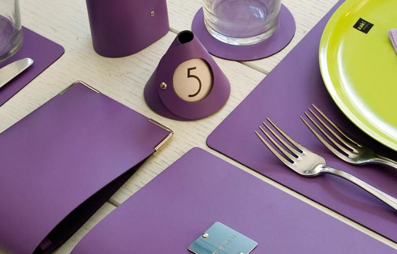 tavola viola stile hotel